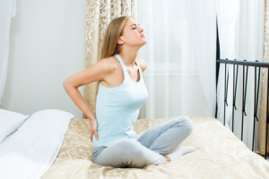 Rückenschmerzen können ein Hindernis regelmäßiger Meditationspraxis sein.