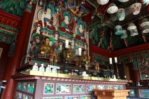 Meditation im Tempel statt im Wohnzimmer gefällig?